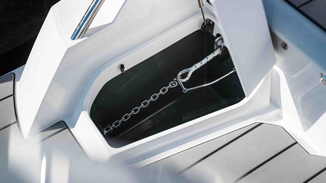 LR_Noblesse 790 details - anchor stowing compartment