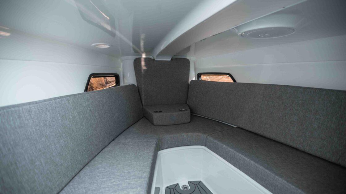 LR_Noblesse 790 details - cabin overview