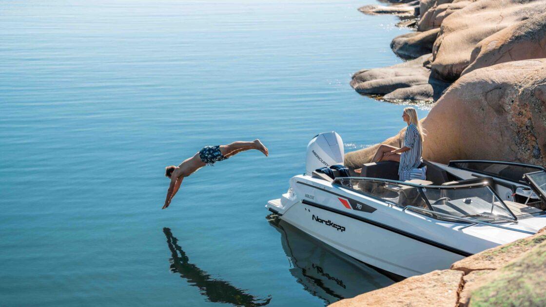 LR_Noblesse 790 docked - swim platform and diving