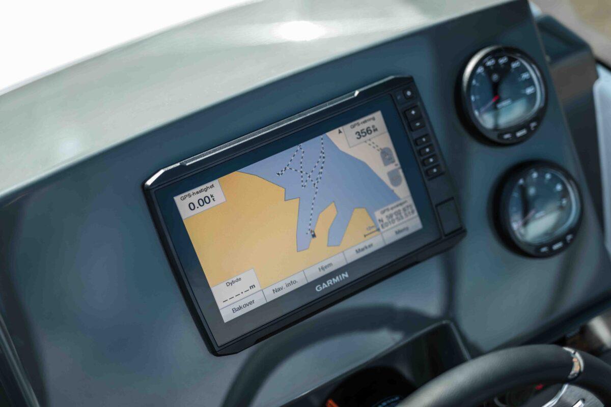 LR_Sting 610 BR details - dashboard and navigation