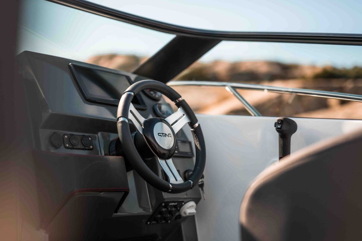LR_Sting 610 BR details - dashboard and steering wheel