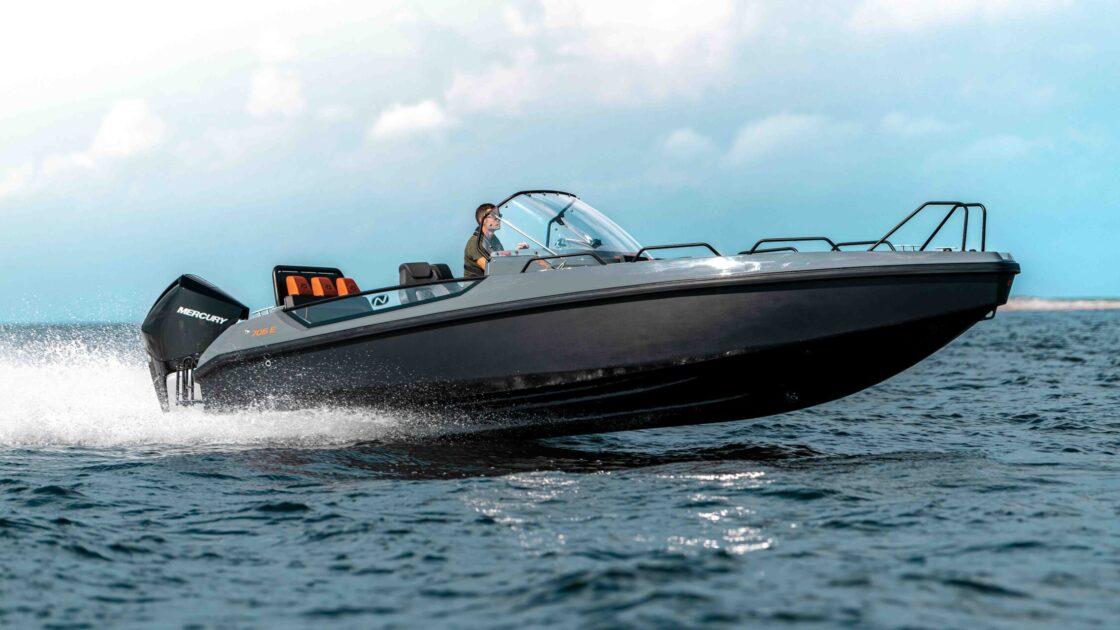 RS 705 Avant med mercury Verado 250 hk i fart