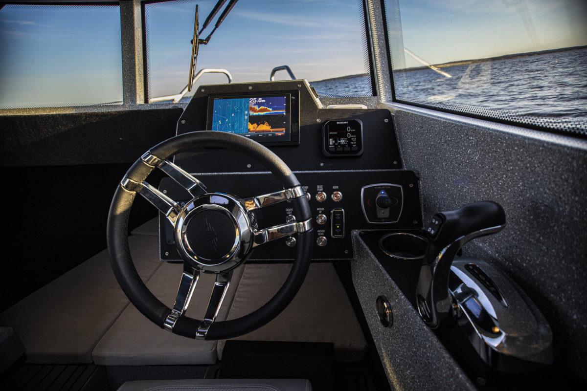 V-Boats 700 Cabin førerplass