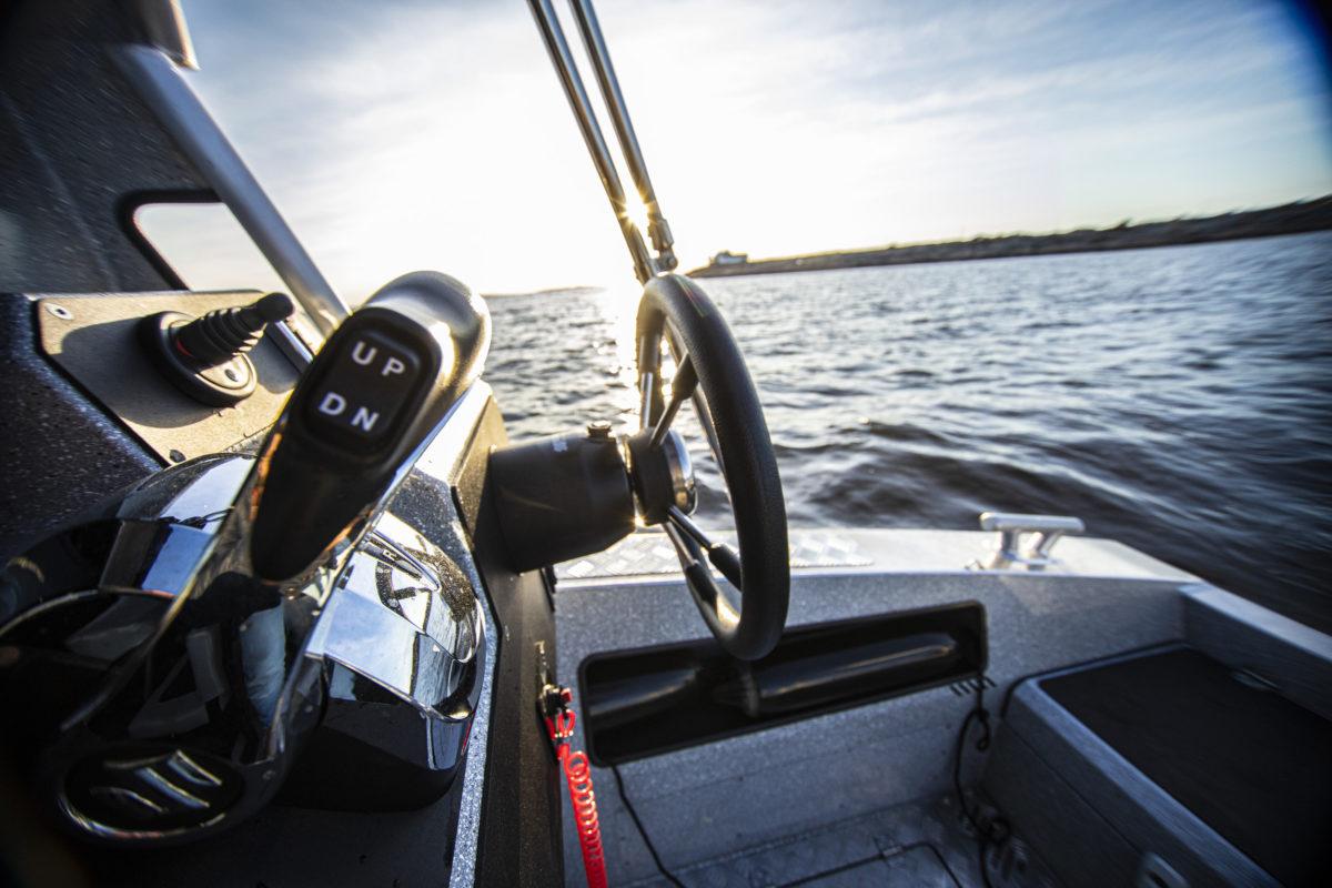 V-Boats 700 Cabin utvendig styreposisjon