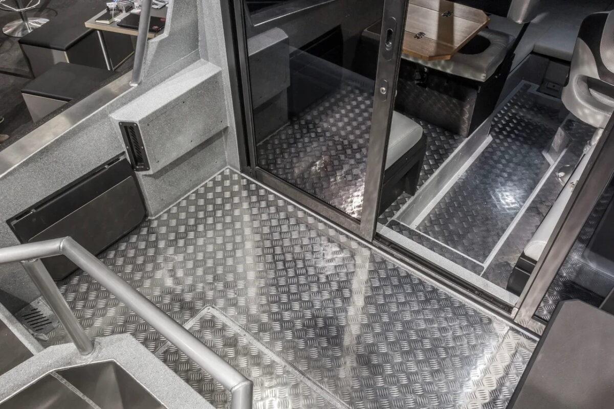 VBoats 700 Cabin 2020 Facelift akterdekk og cabin